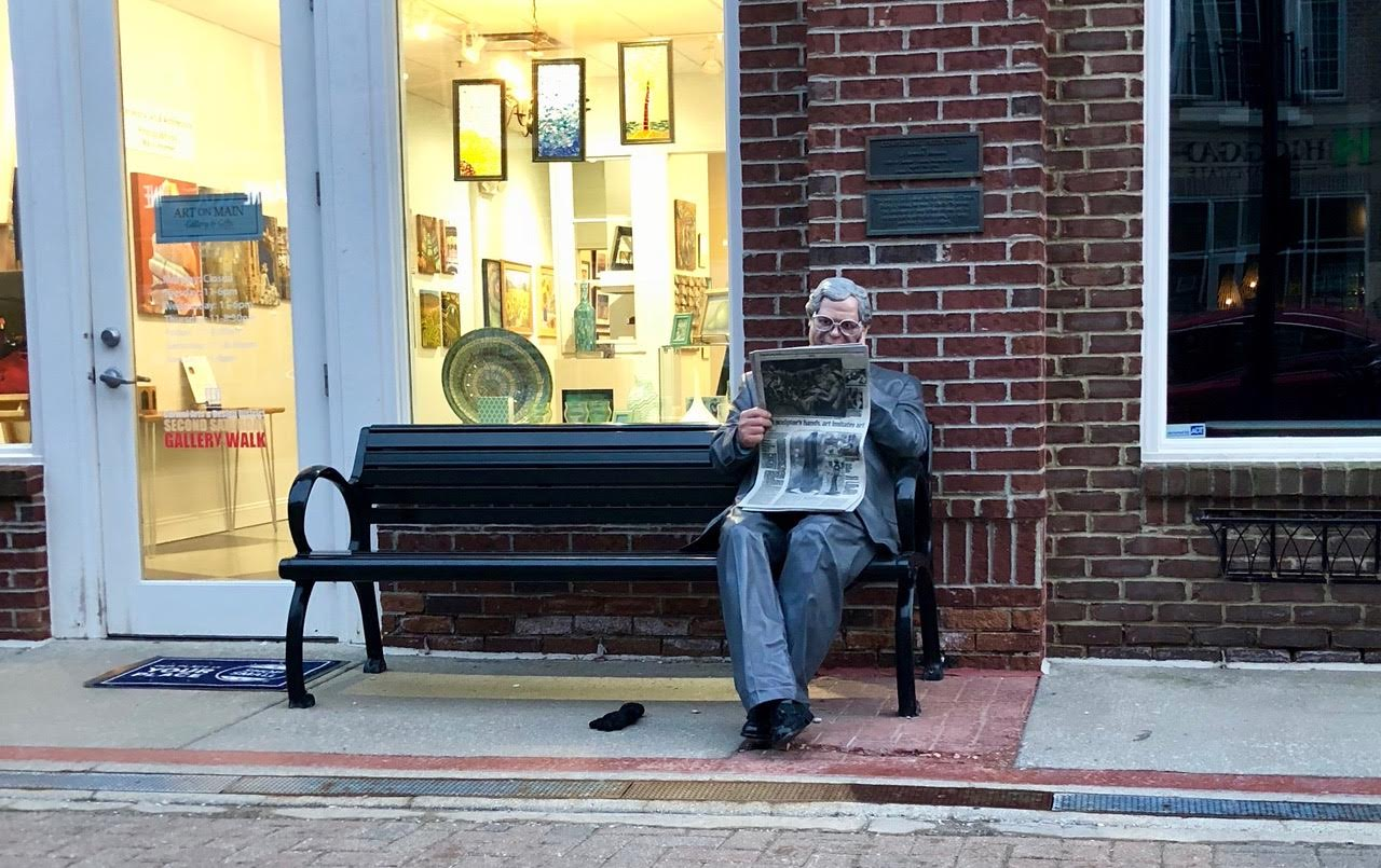 There are 17 lifelike statues in downtown Carmel depicting normal people doing normal daily activities that are great for photo-ops.
