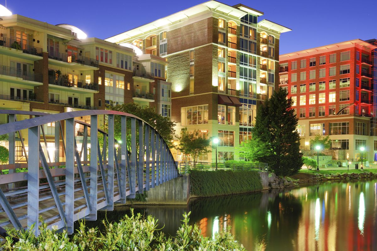 greenville_sc_downtown_along_river1.0